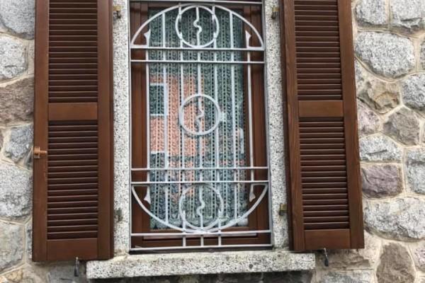 (Italiano) RIVERNICIATURA SERRAMENTI IN LEGNO